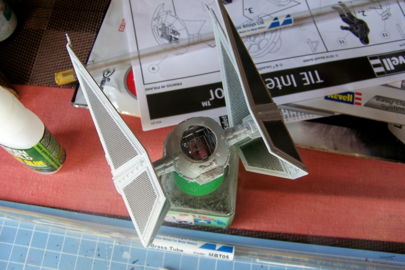 From the box - Intercepteur Tie ( Revell easy model 1/72) - Page 2 100_9214