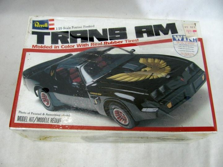 From the box - PONTIAC FIREBIRD 1970 1/24 REVELL Réf 07672 12411610