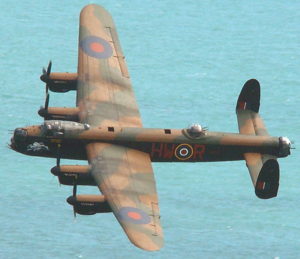 LANCASTER REVELL 1/72 - Page 3 Lanc2a10