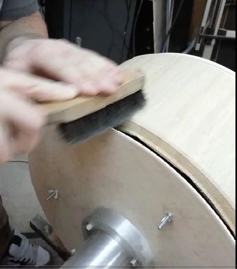 Réalisation de futs de batterie en bois tourné - Page 6 Brossa11