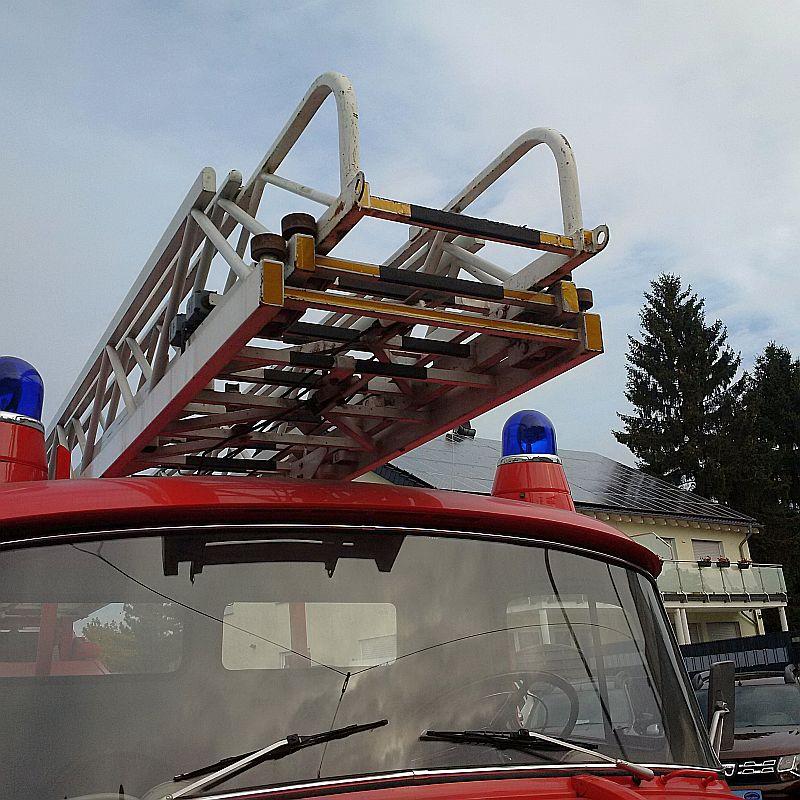 Mercedes-Benz 710 Drehleiter - auf dem Parkplatz schnappgeschossen Img_2031