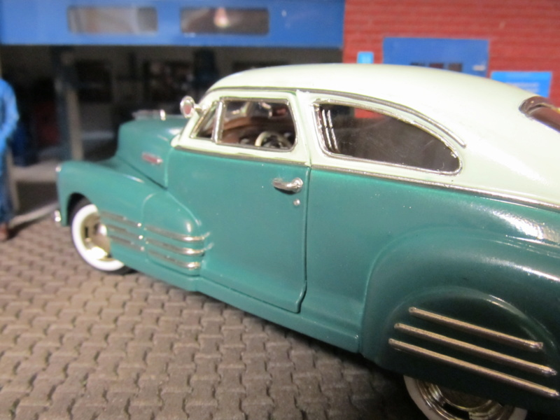 1948 Chevrolet Fleetline Aerosedan in 1 zu 24 von MotorMax Img_6457