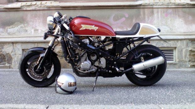 CBR 1000 F SORTIE DE GRANGE Racer concept Honda-12