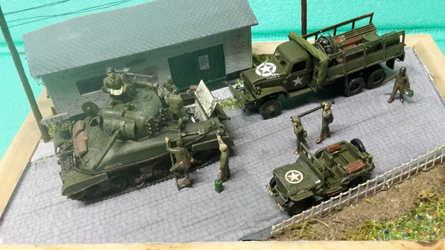 EN PANNE : Sherman M4-A1 [ ESCI ] + Jeep 1/4 t [ ITALERI ] + GMC 2,5 ton (Academy) Figurines [AIRFIX] (Diorama 1/72° FINI) 1_1_co11