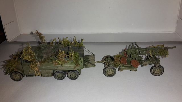 David vs Goliath- Vietnam 1960----HUEY UH-1 iroquois (en métal) + canon 40 mm Bofors et camion Praga RV  (Wrzesien) 1/72---FINI 23oct-18
