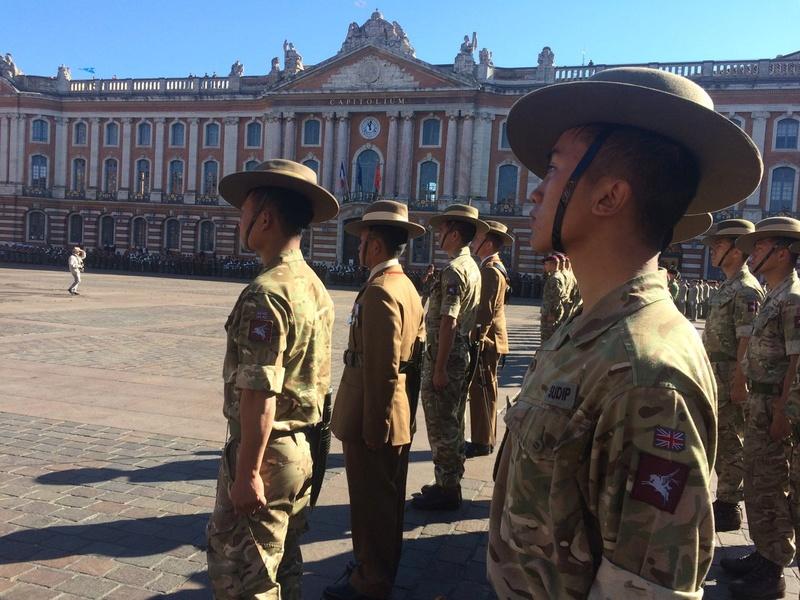 Pour la Saint Mchel,la 11° B.P. saute sur la place du Capitole de Toulouse  Ctg18o10