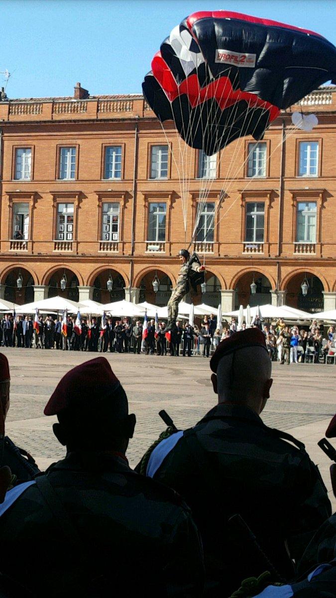 Pour la Saint Mchel,la 11° B.P. saute sur la place du Capitole de Toulouse  Ctg66_10