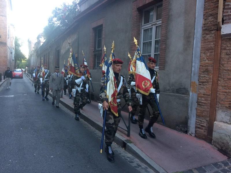 Pour la Saint Mchel,la 11° B.P. saute sur la place du Capitole de Toulouse  Ctgttw10