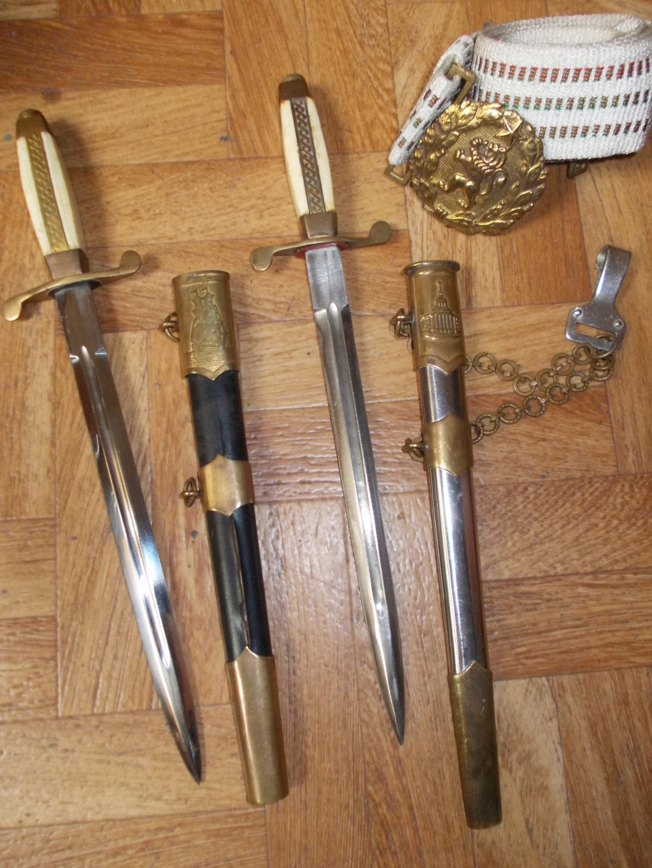 En vacances en Bulgarie : dagues, insignes français, para, médailles, casquette Dague_34