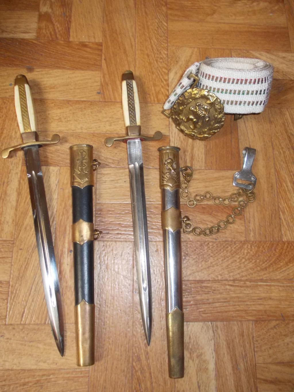 En vacances en Bulgarie : dagues, insignes français, para, médailles, casquette Dague_35
