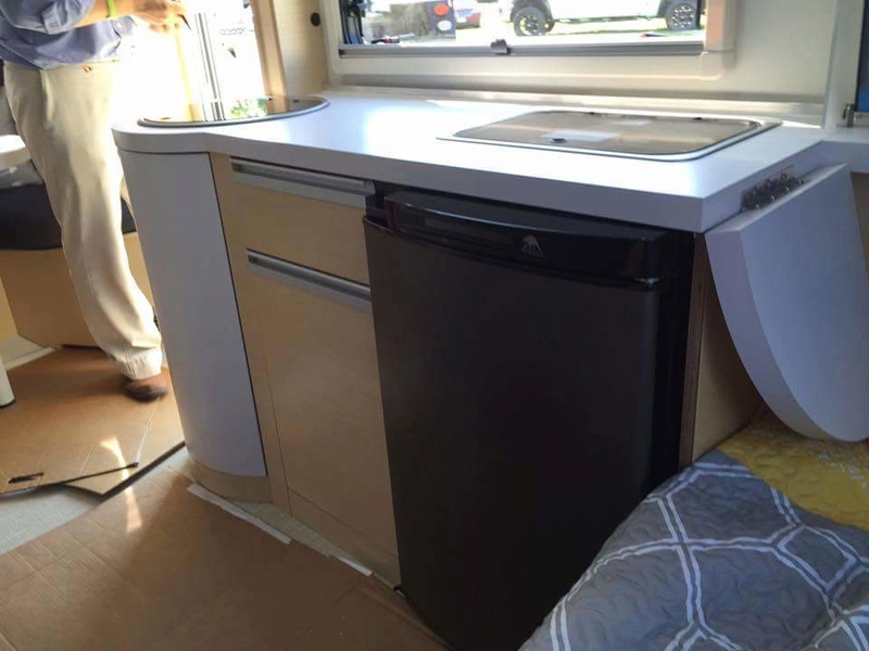 T@B 400 Unveiled (révélée) at Elkhart RV Open House Tmp_1726