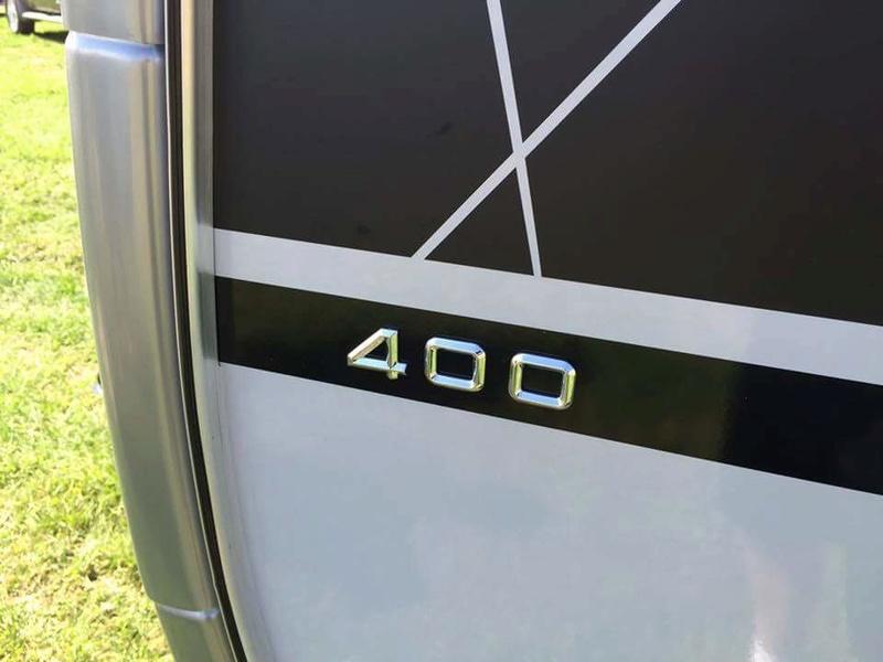 T@B 400 Unveiled (révélée) at Elkhart RV Open House Tmp_1739