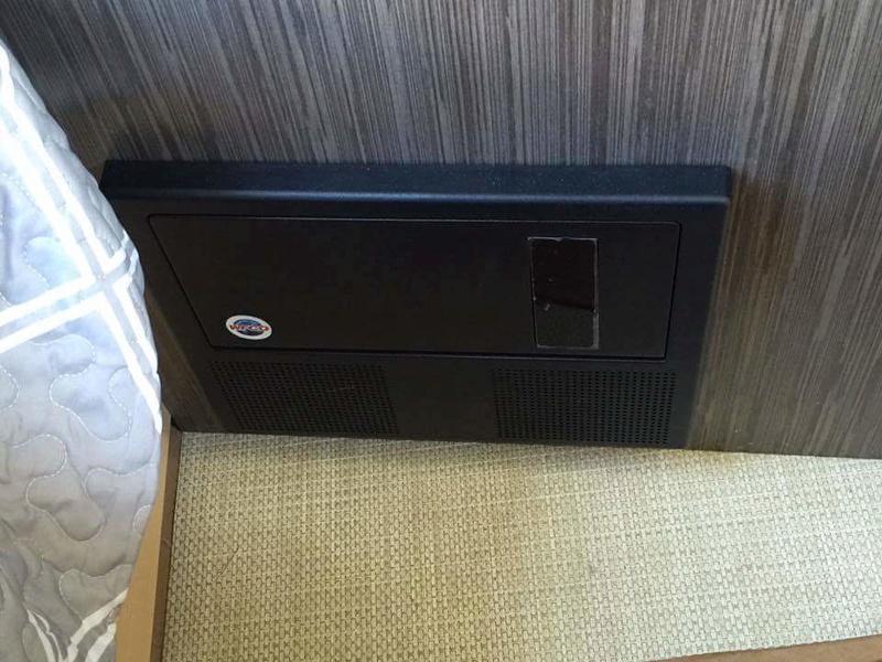 T@B 400 Unveiled (révélée) at Elkhart RV Open House Tmp_1746