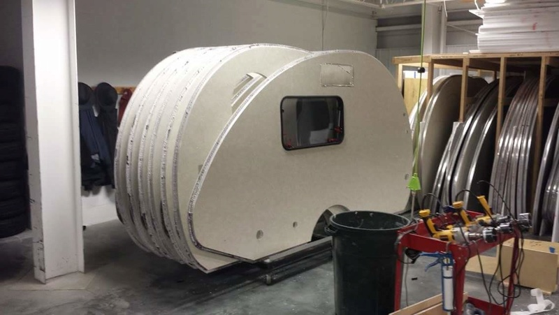 Quelques Photos de la fabrication des roulottes Pleasant Valley Teardrop Trailers Tmp_2259