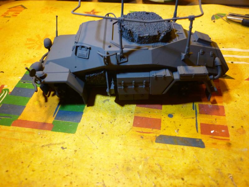 Front de l'Est en hiver (SdKfz 223 1/35 Tamiya + personnages Dragon et Tank) - Page 4 P1070012