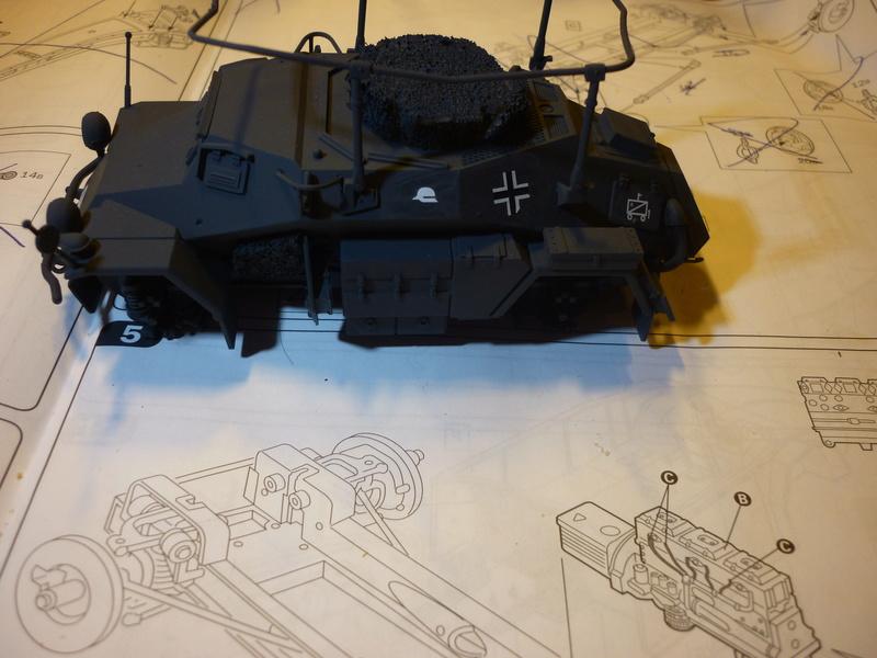 Front de l'Est en hiver (SdKfz 223 1/35 Tamiya + personnages Dragon et Tank) - Page 5 P1070110