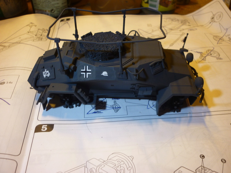 Front de l'Est en hiver (SdKfz 223 1/35 Tamiya + personnages Dragon et Tank) - Page 5 P1070112