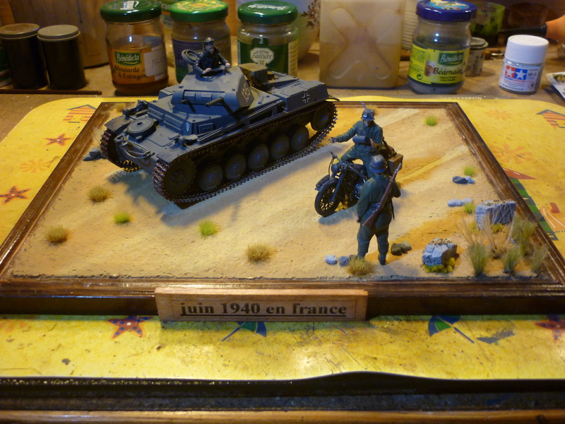 Juin 1940: Panzer II tamiya + moto Zvezda 1/35 + 3 personnages - Page 6 P1070117
