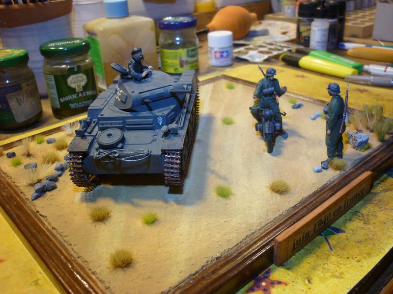 Juin 1940: Panzer II tamiya + moto Zvezda 1/35 + 3 personnages - Page 6 P1070118