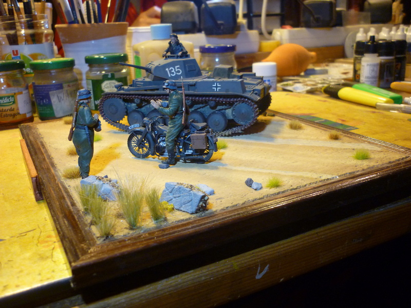 Juin 1940: Panzer II tamiya + moto Zvezda 1/35 + 3 personnages - Page 6 P1070119