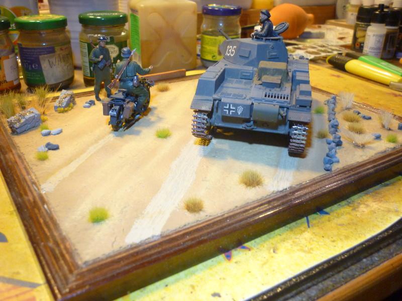 Juin 1940: Panzer II tamiya + moto Zvezda 1/35 + 3 personnages - Page 6 P1070120