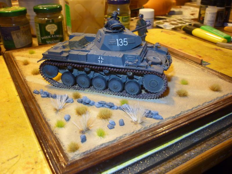 Juin 1940: Panzer II tamiya + moto Zvezda 1/35 + 3 personnages - Page 6 P1070121