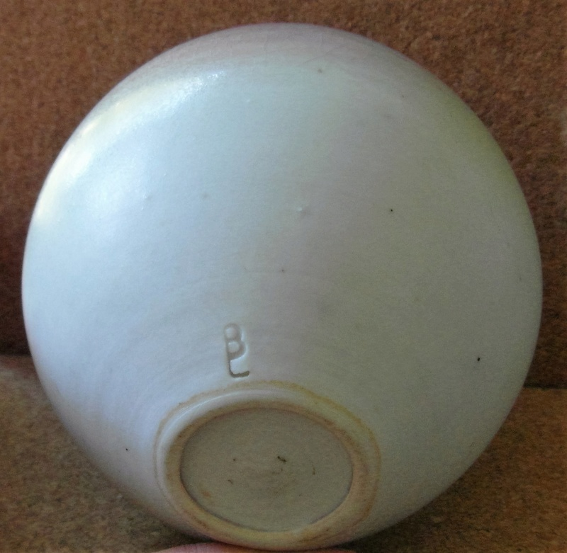 Finely thrown porcelain pot Sam_6410