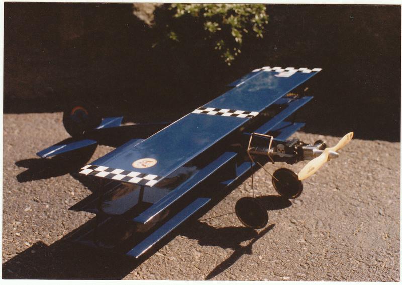 Roddie's Cox-powered triplane Rog_cu14
