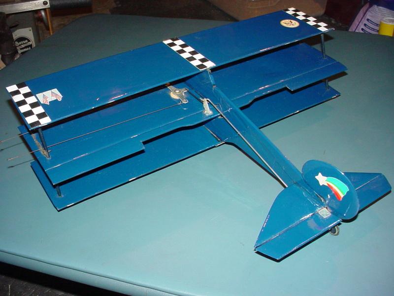 Roddie's Cox-powered triplane Rog_cu17