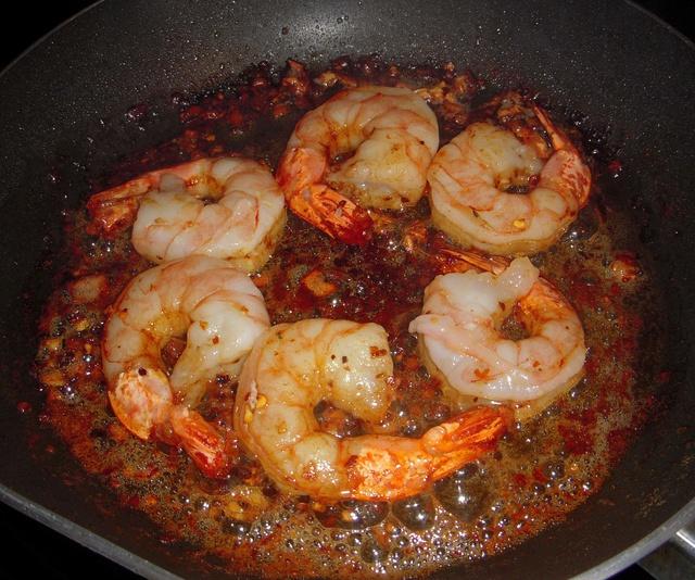 Crevettes sautées à l'ail et au vin blanc Crevet12