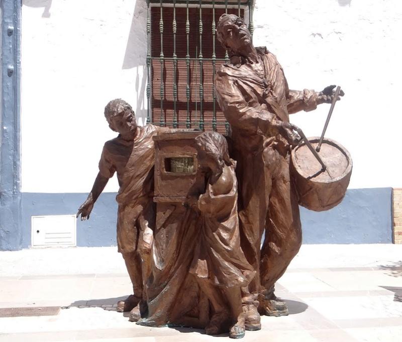 Des statues amusantes ! - Page 5 Sta_es10