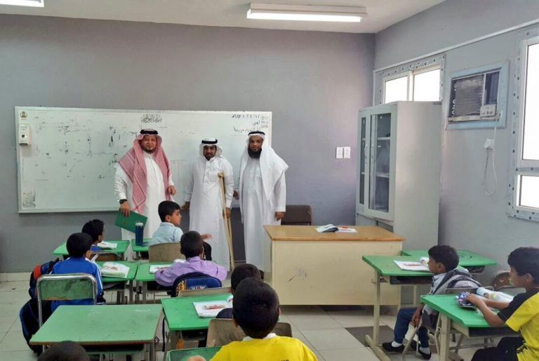 وزير التعليم السعودي الدكتور أحمد العيسى يشيد بموقف معلم  قطع إجازته المرضية حرصا على مصلحة الطلاب 2eyt0v10