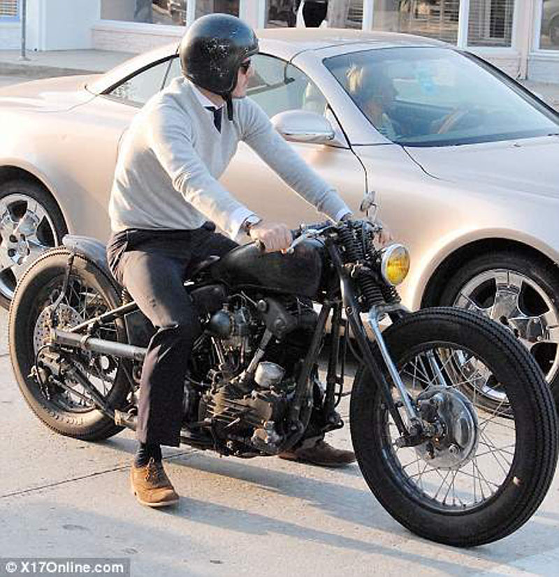 Ils ont posé avec une Harley, principalement les People - Page 4 Davidx10