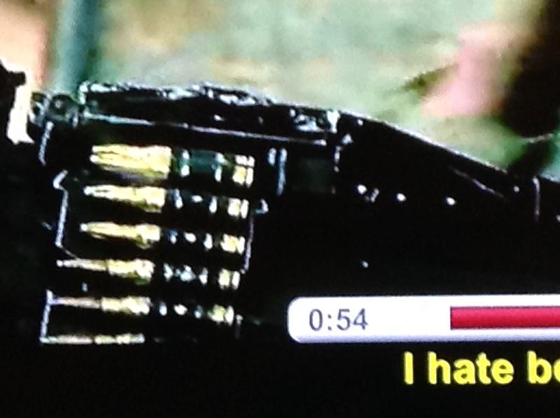 Les erreurs de gun dans les films / séries - Page 3 Img_0210