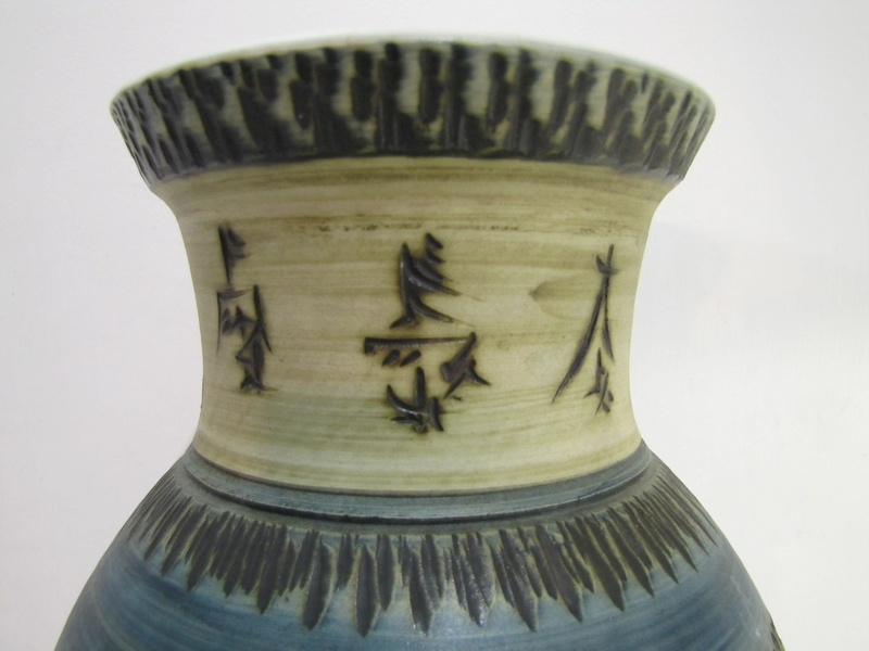 Hand thrown Pottery vase with Chinese markings but is it ?? Img_1615