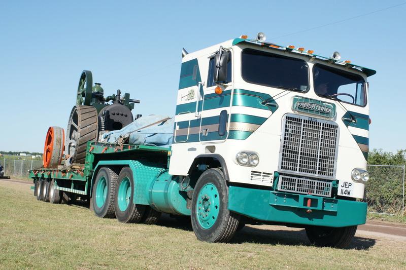Freightliner collection avec tracteur a vapeur Dsc04810