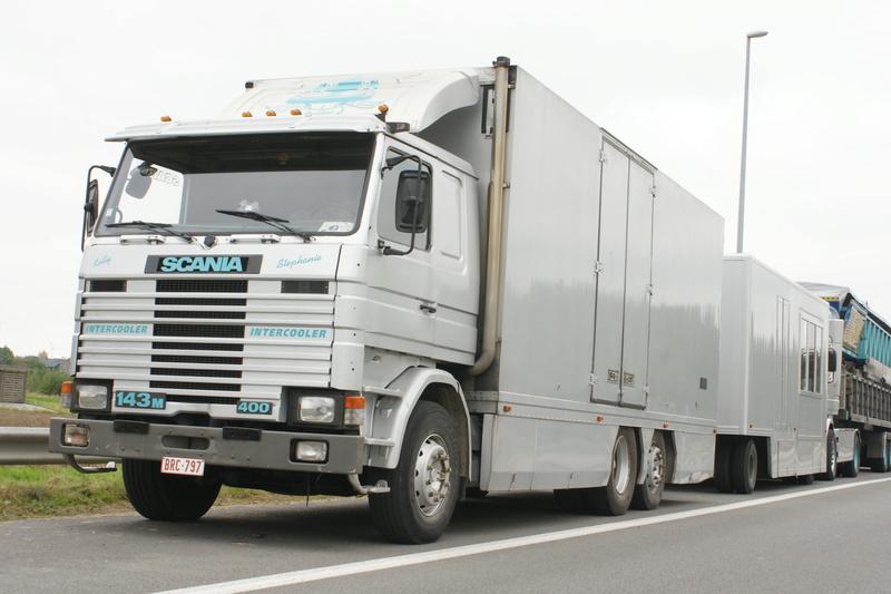Les Camions des forains - Page 5 Dsc05822