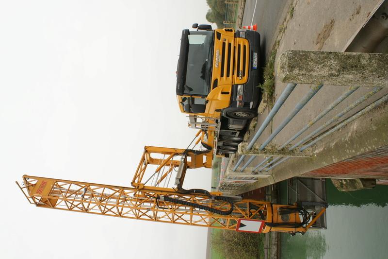 Un camion pour la prospèction des ponts. Dsc05825