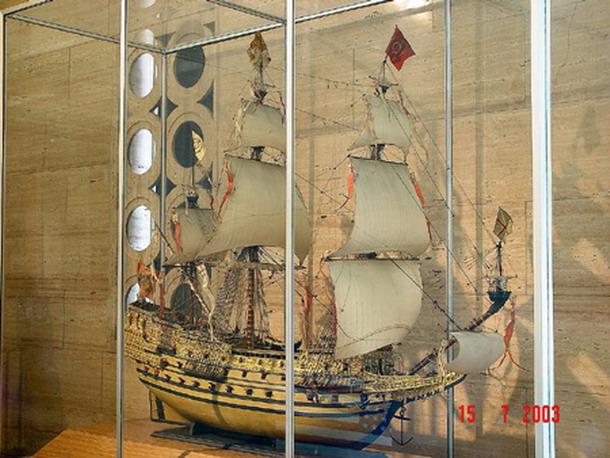 Sovereign Of The Seas XVII ème siècle de Sergal Mantua.  - Page 6 10101210