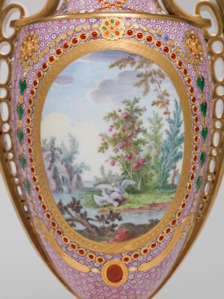 Le goût de Marie-Antoinette pour la porcelaine de Sèvres à effets de pierres précieuses 27-36d11