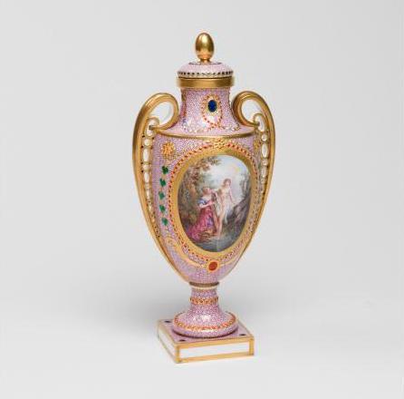 Le goût de Marie-Antoinette pour la porcelaine de Sèvres à effets de pierres précieuses 27-36v10