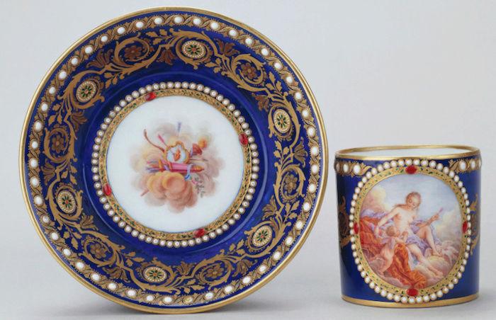 Le goût de Marie-Antoinette pour la porcelaine de Sèvres à effets de pierres précieuses Captu173