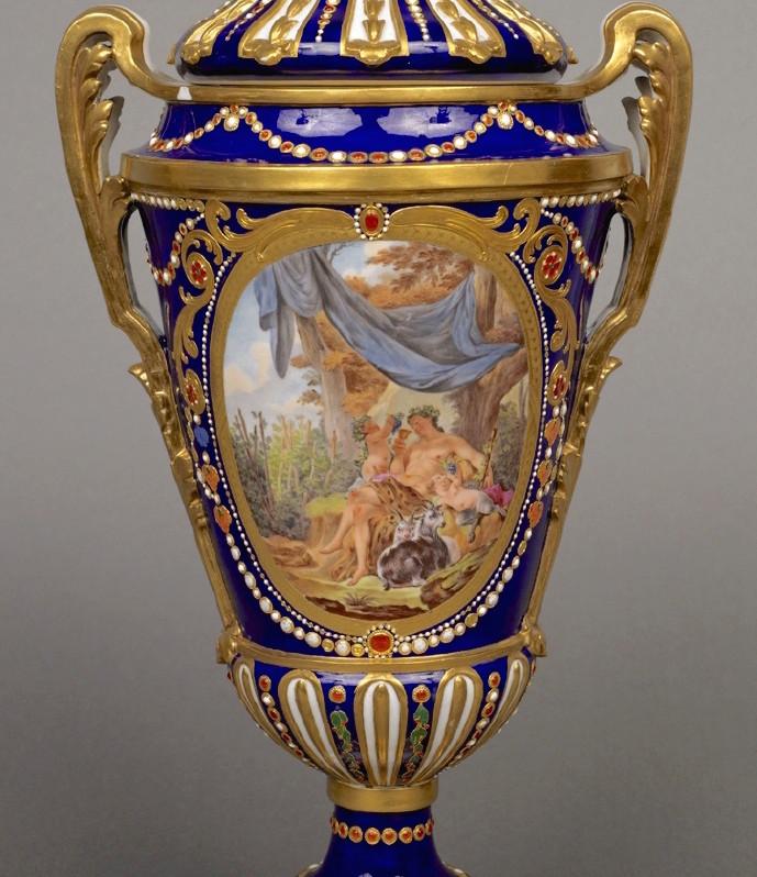 Le goût de Marie-Antoinette pour la porcelaine de Sèvres à effets de pierres précieuses Emuseu13