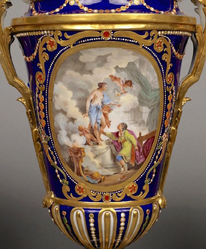 Le goût de Marie-Antoinette pour la porcelaine de Sèvres à effets de pierres précieuses Emuseu15