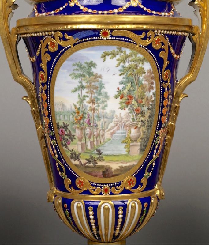 Le goût de Marie-Antoinette pour la porcelaine de Sèvres à effets de pierres précieuses Emuseu16