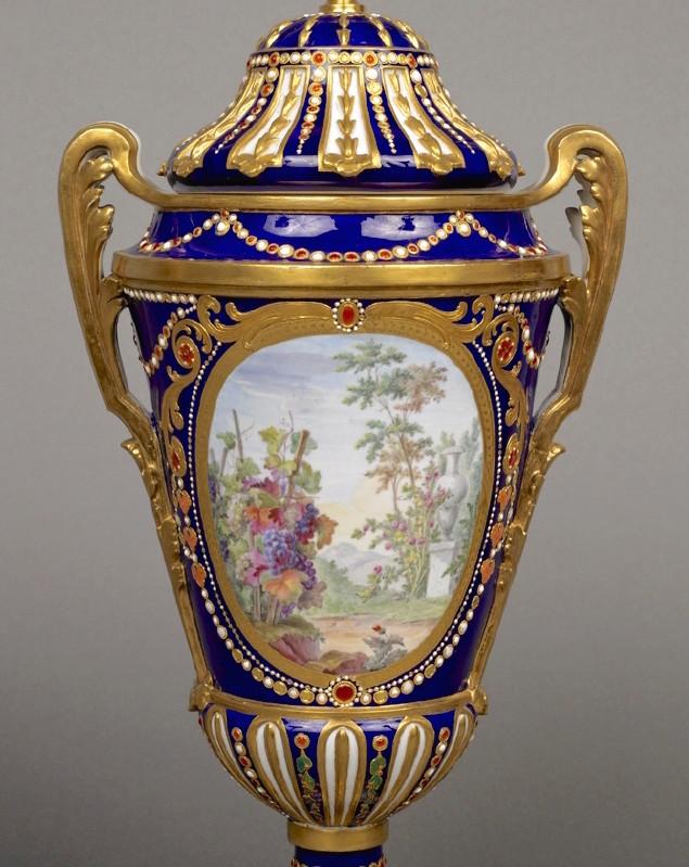 Le goût de Marie-Antoinette pour la porcelaine de Sèvres à effets de pierres précieuses Emuseu17
