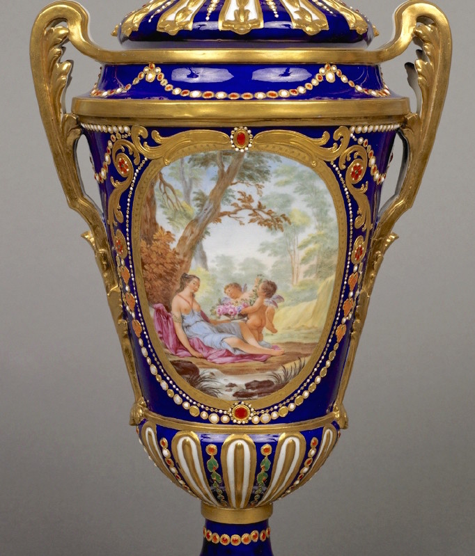 Le goût de Marie-Antoinette pour la porcelaine de Sèvres à effets de pierres précieuses Emuseu18