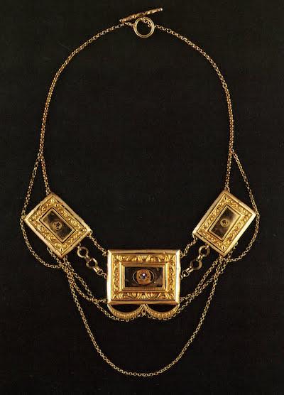 """Les colliers """"en esclavage"""" des XVIIIe et XIXe siècles File0311"""