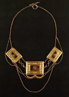 """Les colliers """"en esclavage"""" des XVIIIe et XIXe siècles File0312"""