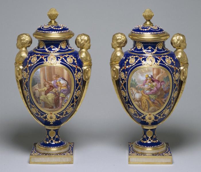 Le goût de Marie-Antoinette pour la porcelaine de Sèvres à effets de pierres précieuses Louis_19
